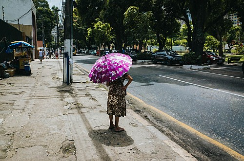 Kay Fochtmann - Brasilien - Belem - street - umbrella - travel photography