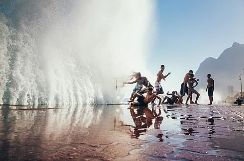 Kay Fochtmann - Brasilien - Rio de Janeiro - kinder - kids - wave - travel photography