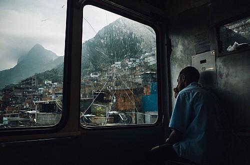 Kay Fochtmann - Brasilien - Rio de Janeiro - worker - favela - slum - travel photography