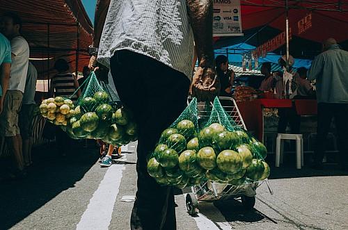 Kay Fochtmann - Brasilien - Sao Paulo - man - lime - limetten - travel photography