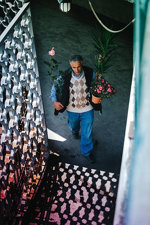 Kay Fochtmann - Istanbul - Türkei - Mann - Flowers - travel photography