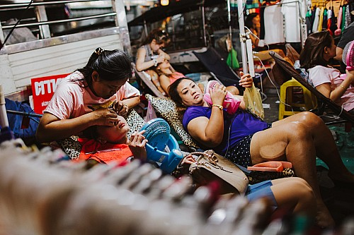 Kay Fochtmann - Thailand - Bangkok - cosmetics - people - work - travel photography