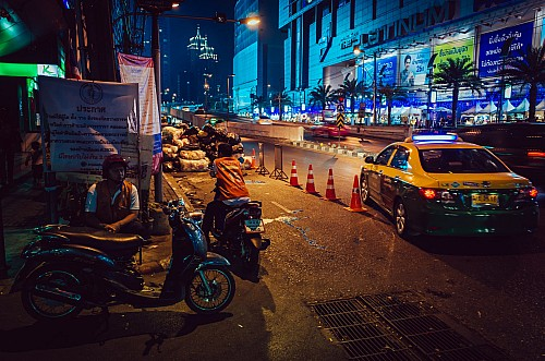 Kay Fochtmann - Thailand - Bangkok - night - Taxi - people - travel photography