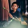 Kay Fochtmann - Thailand - Bangkok - praying woman - religion - travel photography