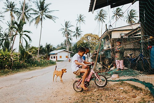 Kay Fochtmann - Thailand - children - bike - travel photography
