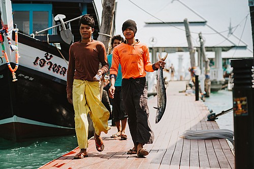Kay Fochtmann - Thailand - boys - fisher - fish - travel photography