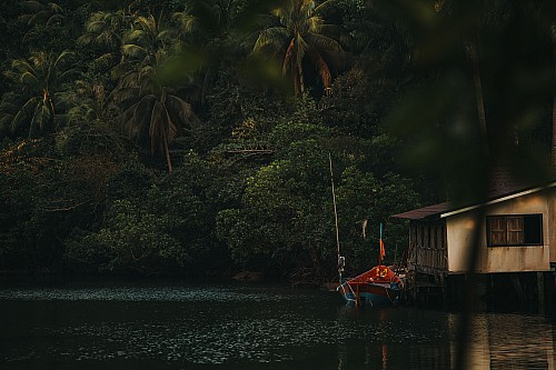 Kay Fochtmann - Thailand - jungle - rainforest - boat - travel photography