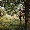 Kay Fochtmann - Mann - Kirschbaum - Lifestyle-photography