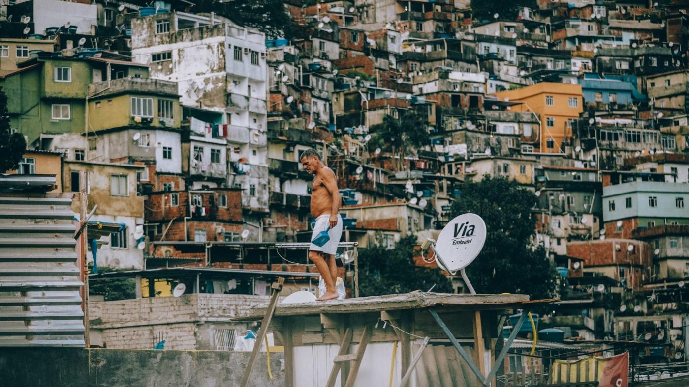 kay-fochtmann-brasilien-rocinha-rio-de-janeiro-favela-worker